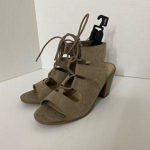 NWT Wide Width Memory Foam Tan Heeled Sandals